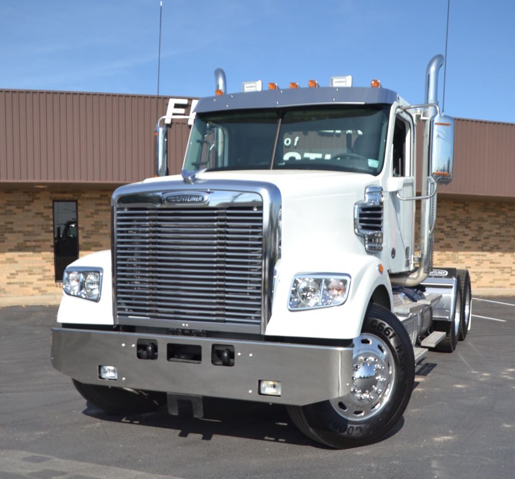 2019 122SD Day Cab Tractor